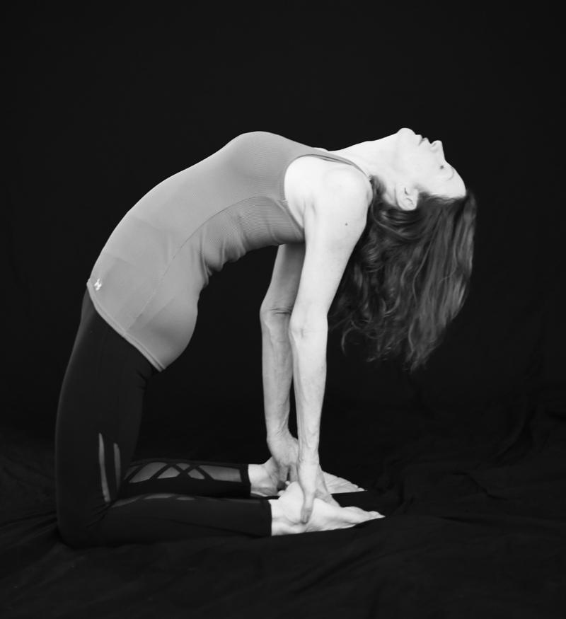 bw-yoga-camel